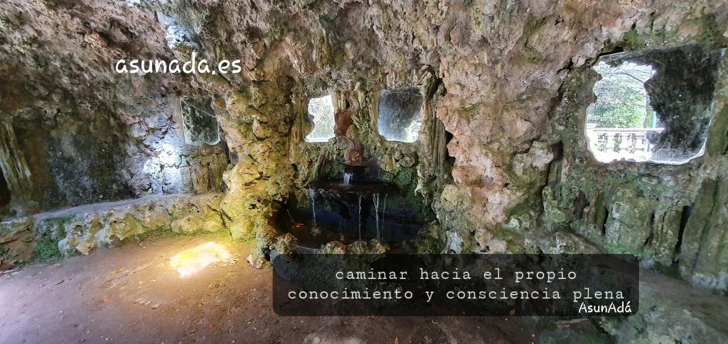 Fuente de los espejos *Pazo Lourizán, con caja de texto: caminar hacia el propio conocimiento y consciencia plena, por AsunAdá