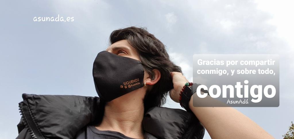 Autorretrato lateral con mascarilla negra y caja de texto: Gracias por compartir conmigo, y sobre todo, contigo por AsunAdá y la web www.asunada.es